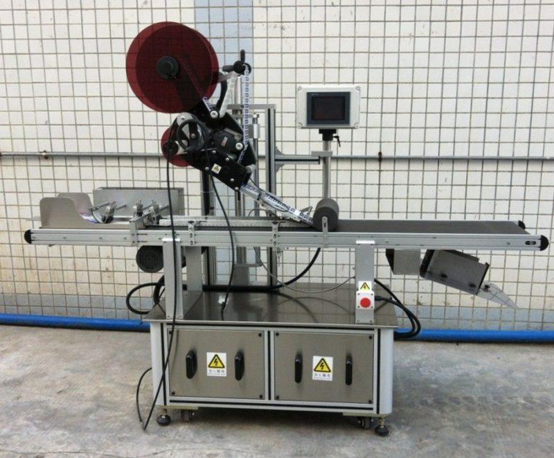 Hiina ülemise märgistamise masin maski / laialipakutute karpide / paberkottide jaoks, lameda pinnaga siltide aplikaatori tarnija